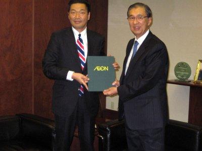 Ambassador Domingo L. Siazon, Jr. (right) receives ¥3.77 million cash donation from Mini Stop Co. Ltd. President Noboyuki Abe (left) for Typhoon Ondoy relief efforts.