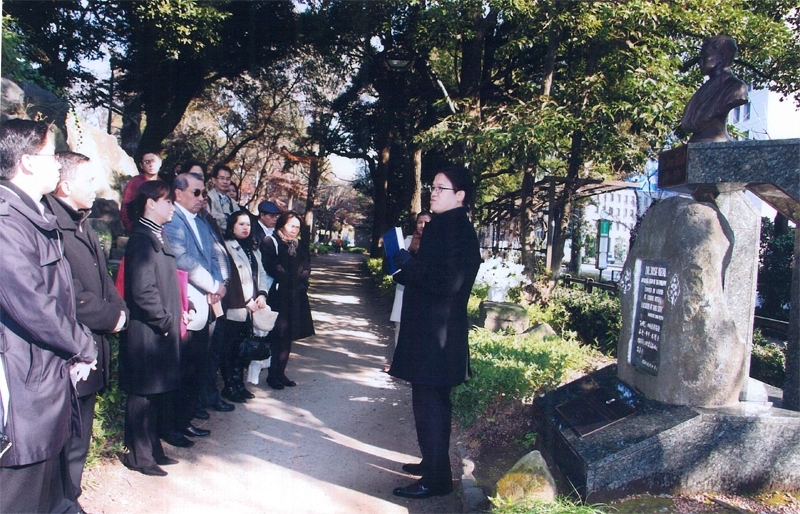 Vice Consul Christian de Jesus shares some of Dr. Rizal's experiences in Japan with embassy personnel.