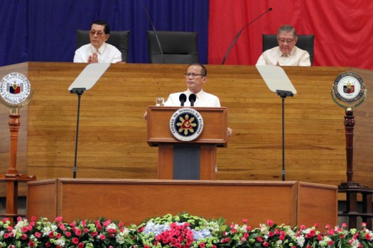 President Benigno Simeon Aquino III delivers his First State of the Nation Address (SONA) Monday (July 26) during the opening of the First Joint Regular Session of the 15th Congress at the Batasan Pambansa in Quezon City. Also in photo are (from left) Senate President Juan Ponce Enrile and House Speaker Feliciano Belmonte. (Rey Baniquet-OPS/NIB-Photo)