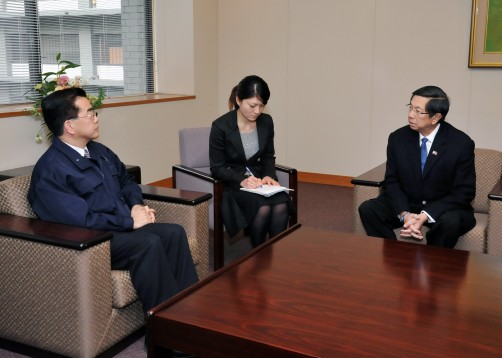 Ambassador Manuel M. Lopez (extreme right) informs State Secretary for Foreign Affairs Yutaka Banno (extreme left) of the Philippine donation of relief goods for the areas affected by the Tohoku-Pacific Ocean Earthquake.
