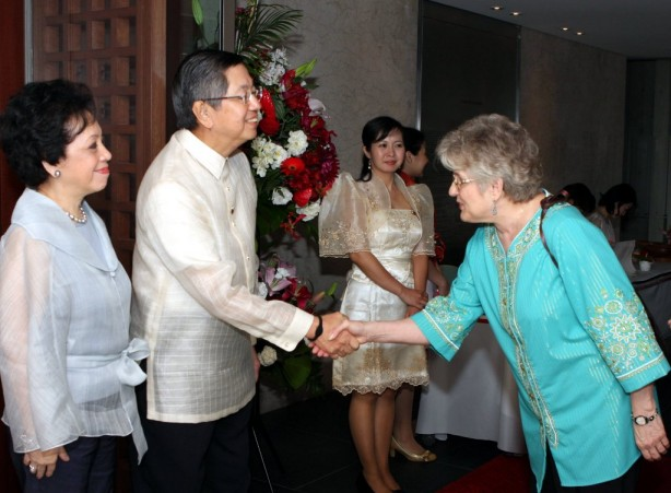 Amb. and Mme. Manuel M. Lopez receiving guests at the luncheon to thank donors and volunteers who collaborated with the Philippine Embassy in providing relief and assistance to victims of the Great East Japan earthquake