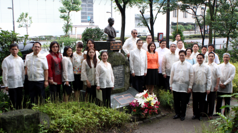 Amb. Manuel M. Lopez and personnel of the Philippine Embassy in Tokyo marking the 150th birth anniversary of Dr. Jose Rizal at the bust of the national hero in Hibiya Park, Tokyo.