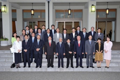 Ambassador Lopez (3rd from right) joins other ASEAN Ambassadors in a dinner hosted by House of Councillors President Takeo Nishioka (5th from right) along with other members of the House of Councillors.