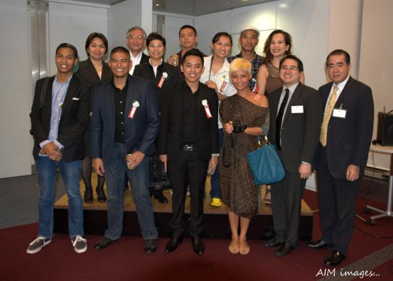 Chargé d'affaires Gina Jamoralin, a.i. and Philippine Embassy officials joij  some of the featured Filipino photographers, guests and Director Yutaka Ohira (2ns from left, 2nd row) of The Photographic Socierty of Japan during a reception honoring the Filipino photogrpahers.