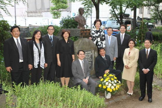Ambassador and Madame Manuel M. Lopez, Professor Ambeth Ocampo, and Tokyo PE officials offer flowers at Dr. Jose Rizal's bust at Hibiya Park in central Tokyo.