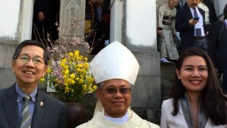 LEFT: Archbishop of Cotabato Orlando Cardinal Quevedo with Ambassador Manuel M. Lopez and Minister Angelica C. Escalona at Oura Cathedral, Nagasaki