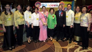 Ambassador and Madame Manuel M. Lopez (4th & 5th from right) with Philippine Embassy volunteers at the ALFS Charity Bazaar 2015.