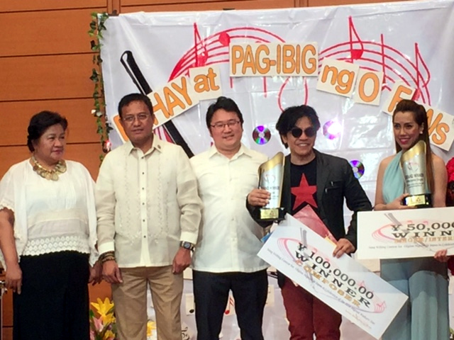 (L-R) Labor Attaché Luz L. Talento, Congressman Teodoro G. Montoro (Party-List, AASENSO), Consul Arnel M. Sanchez, Best Song Compositon Awardee winner Joey C. Manalang, and Best Singer Awardee Maricar Riesgo.