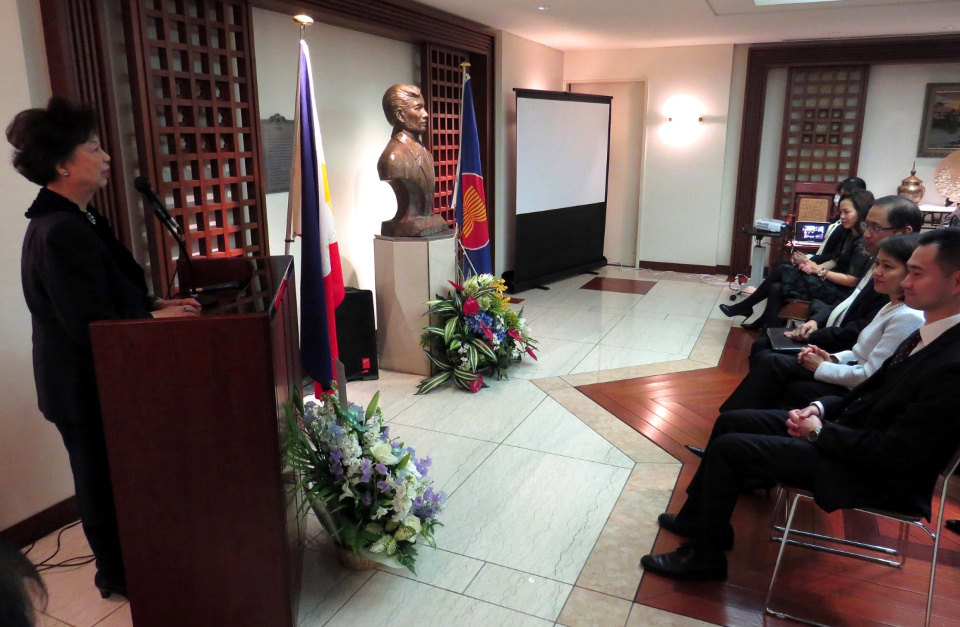 Madame Siazon looks back at the life and career of her late husband, Secretary of Foreign Affairs and Ambassador Domingo L. Siazon, Jr. and mentions her donation to the Embassy of some of the late Ambassador's favorite paintings by Jack C. Salud. (Photo by Mr. Mark Akim)