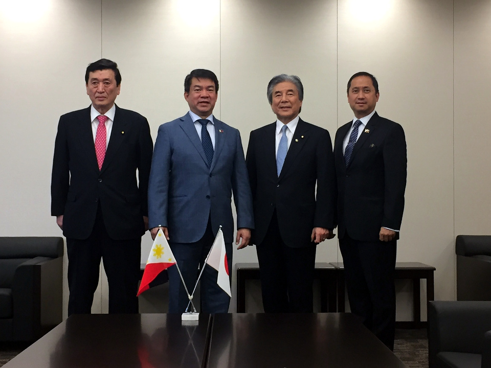 Senate President Pimentel with the Hon. Hirofumi Nakasone (2nd from R) and Hon. Takuji Yanagimoto (L), Members of the House of Councillors of the Japanese Diet. Joining them is Philippine Embassy Chargé d'Affaires. Eduardo R.M. Meñez.