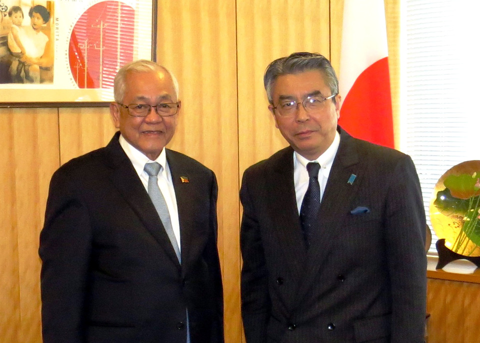Vice Minister for Foreign Affairs Shinsuke Sugiyama receives Ambassador-Designate Jose C. Laurel V.