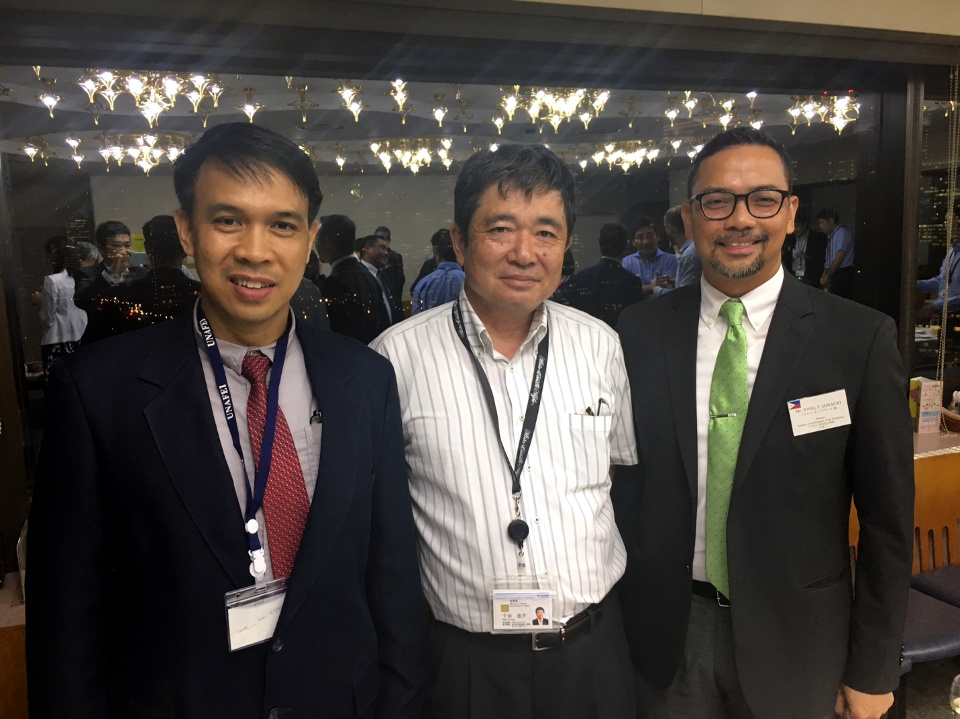 NJMPTI Deputy Director Bayle and Minister Ignacio of the Philippine Embassy with UNAFEI Director Keisuke Senta.