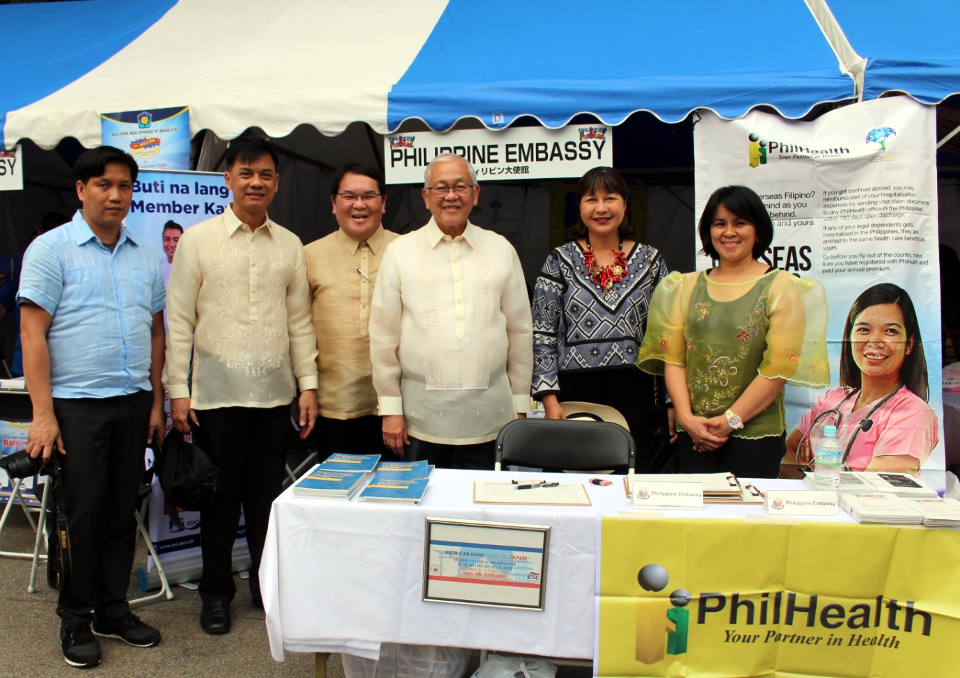 (From left to right): PhilHealth representative Renato Bristol, CSC Director Cyril Nathan Eamiguel, PhilHealth Director Dr.  Israel Francis A. Pargas, Philippine Ambassador to Japan H.E. Jose C. Laurel V, Consul General Marian Jocelyn R. Tirol-Ignacio, SSS representative Jonnah Cruzada in front of the ARTA Caravan booths.