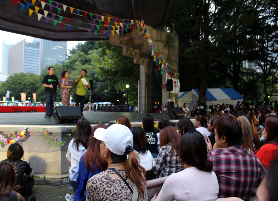 CSC Director Cyril Nathan Eamiguel and PhilHealth Director, Dr. Israel Francis Pargas, address an overflowing crowd of Filipinos at the 2017 Philippine Festival.  They are joined by 2017 Philippine Festival Executive Committee Chairperson, Ms. Jenavilla Shigemizu.