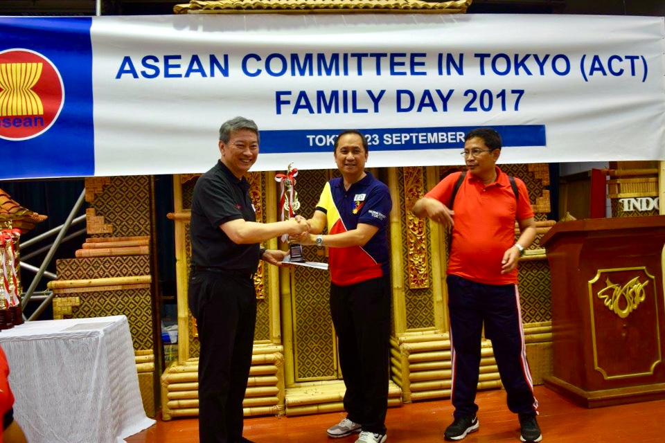 Deputy Chief of Mission Meñez and Mr. Mars Zafra (not in the picture) win 2nd runner up in the Table Tennis Competition.