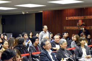 The Committee takes questions and comments from the audience. (Tokyo PE)