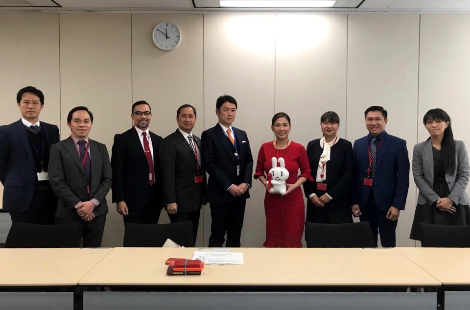 """Rep. Aragones, Embassy officials and Chief of Staff Mr. Rutaquio with briefers from the Cabinet Office and the Ministry of Internal Affairs and Communication. The Congresswoman was presented a """"Maina-chan"""" doll, the 'My Number' mascot, (Tokyo PE/Mahabsar Lucman)"""