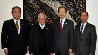 (L-R: Chairman Koji Ikeda of the Minato City Assembly; Ambassador Jose C. Laurel V; Mayor Masaaki Takei of Minato City; and Deputy Chief of Mission Eduardo M.R. Meñez of the Philippine Embassy in Tokyo.)