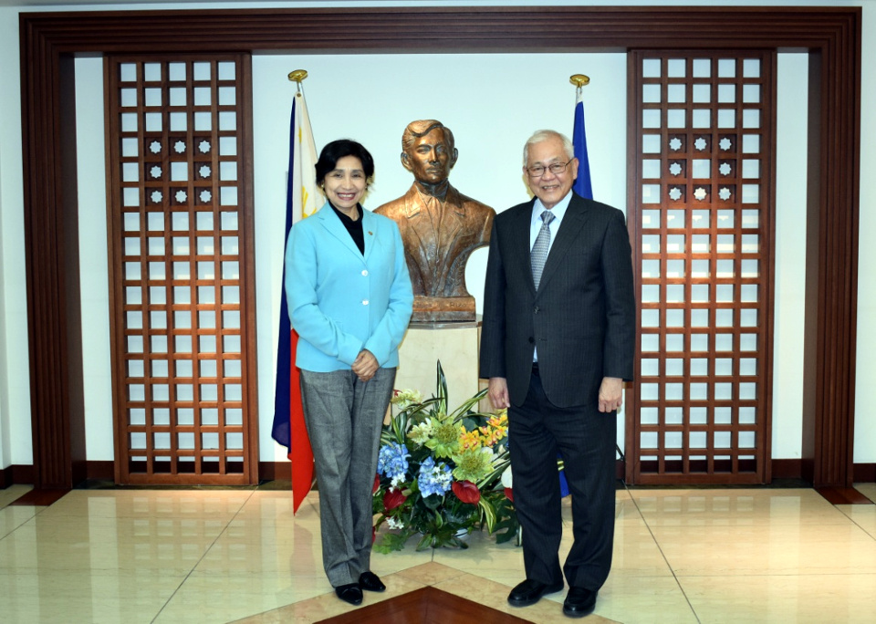 Ambassador Zelayandia with Ambassador Laurel and (photo: Mr. Mark Akim)