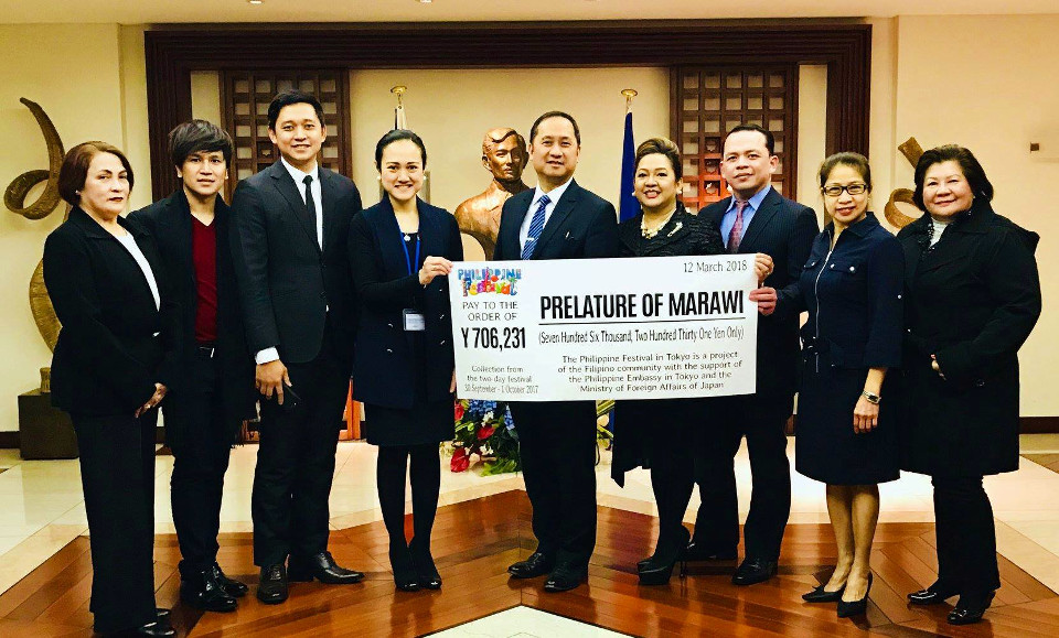 PFOC 2018-2019 ceremonially turnovers the cheque amounting to JPY 706,231.00 to DCM Meñez of the Philippine Embassy on behalf of the Prelature of Marawi.