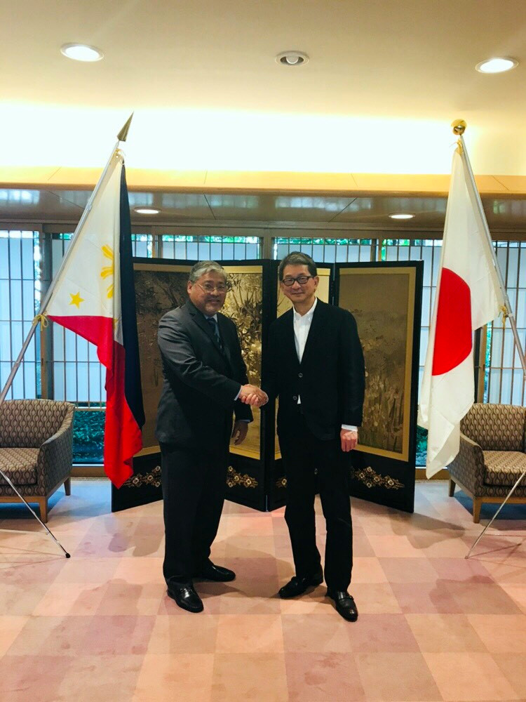 Undersecretary Enrique A. Manalo, Head of the Philippine Delegation (left), shakes hands with Senior Deputy Minister for Foreign Affairs Takeo Mori, Head of the Japanese Delegation (right), at the conclusion of the 4th Philippines-Japan Vice Ministerial Strategic Dialogue held on 14 June 2018 in Tokyo (Photo by: Mr. Mahabsar B. Lucman)