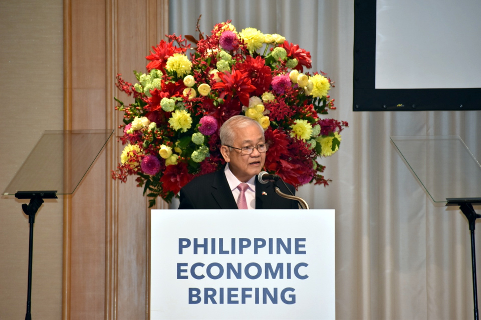 Ambassador Jose C. Laurel V delivers his welcome remarks during the Philippine Economic Briefing 2018 (Photo by Mr. Mark O. Akim)