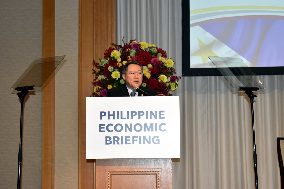 Finance Secretary Carlos G. Dominguez III tells Japanese businessmen that the Philippines is planning to issue $1 billion worth of Samurai Bonds in his keynote address during the Philippine Economic Briefing 2018 (Photos by Mr. Mark O. Akim)