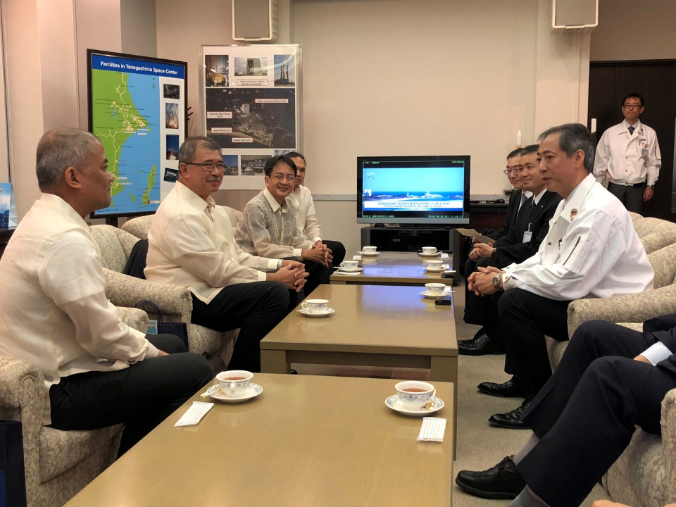 The Philippine delegation, led by Secretary of Science and Technology Dr. Fortunato De la Peña, met with Dr. Hiroshi Yamakawa, President of the Japan Aerospace Exploration Agency (JAXA) and other JAXA officials in a bilateral meeting on the sidelines of the launching of Diwata-2 on 29 October 2018.