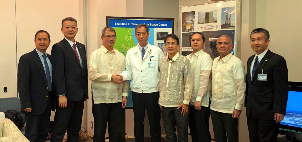 From left to right: Philippine Embassy Deputy Chief of Mission Eduardo M.R. Meñez, JAXA Vice President Masato Nakamura, DOST Secretary Dr. Fortunato de la Peña, JAXA President Hiroshi Yamakawa, UP Chancellor Michael Tan, Engr. Mark Edwin Tupas, DOST-ASTI Acting Director Joel Joseph Marciano, Jr. and JAXA Vice President and former astronaut Koichi Wakata.