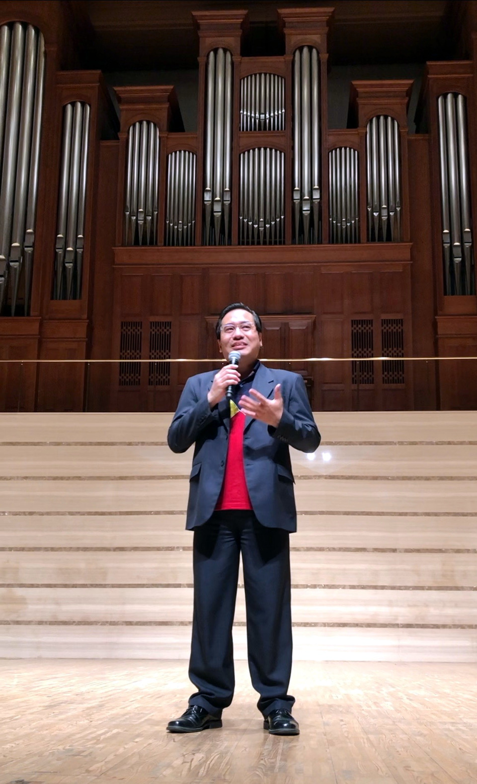 "Consul General Robespierre Bolivar delivers welcome remarks during the ""Tagsibol"" concert on the evening of 13 April 2019."