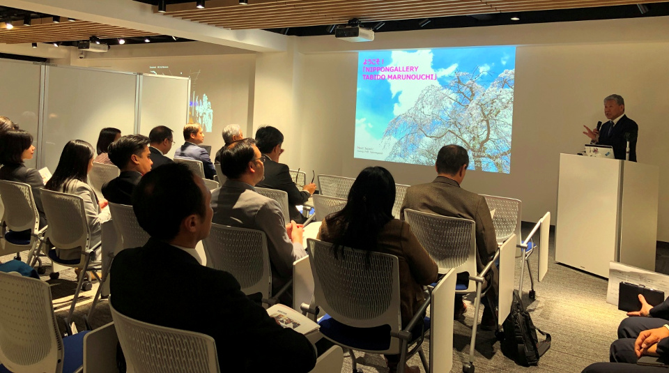 Mr. Mitsuhiro Nakao, Director and Managing Executive Officer of Nippon Gallery TABIDO's Social Innovation Center, briefs the officials of ASEAN Embassies in Tokyo on their efforts to promote tourism and to preserve and showcase Japan's cultural assets through the use of advanced technologies.